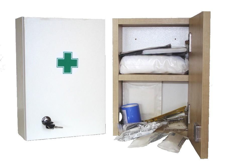 Lékárnička dřevěná ZM05 nástěn.s náplní zdrav.mat. do 5 osob
